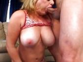 Fucking makes her titties bounce